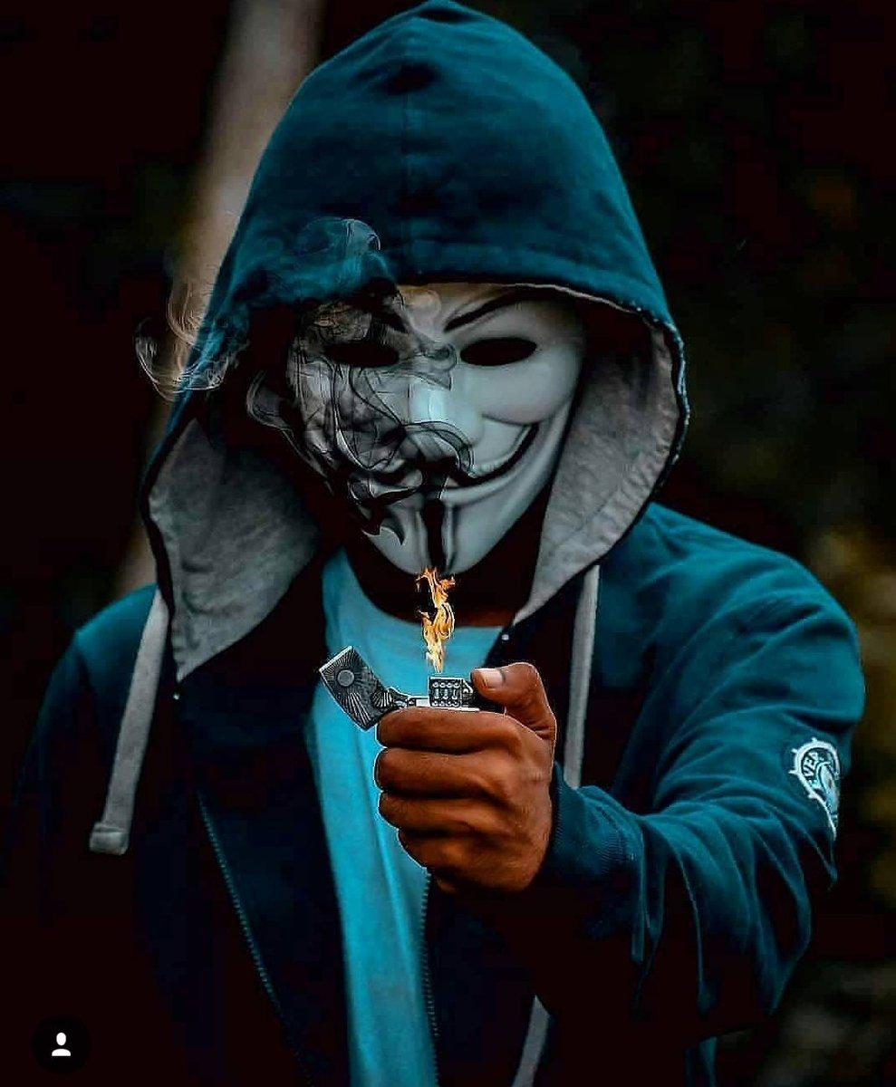 Hình ảnh Hacker cầm bật lửa