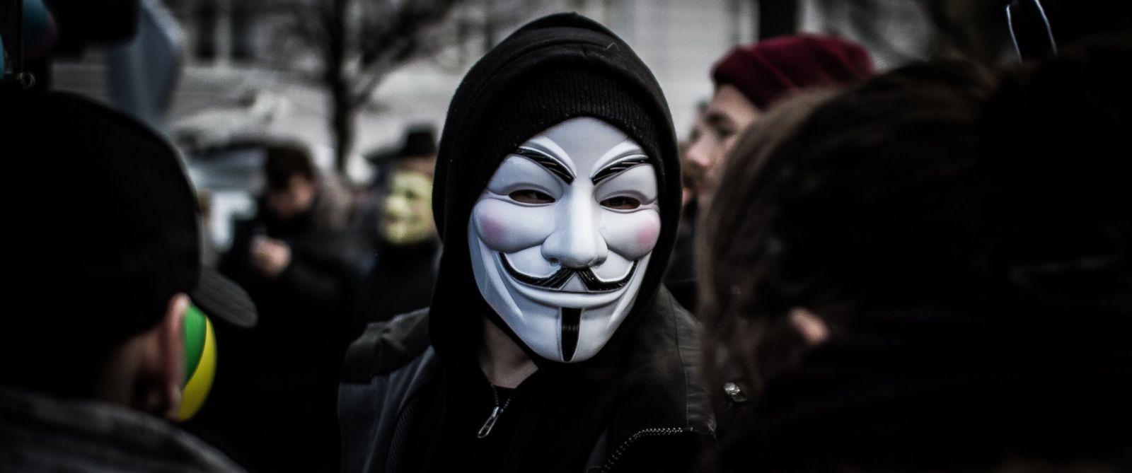 Hình ảnh Hacker che mặt bằng mặt nạ