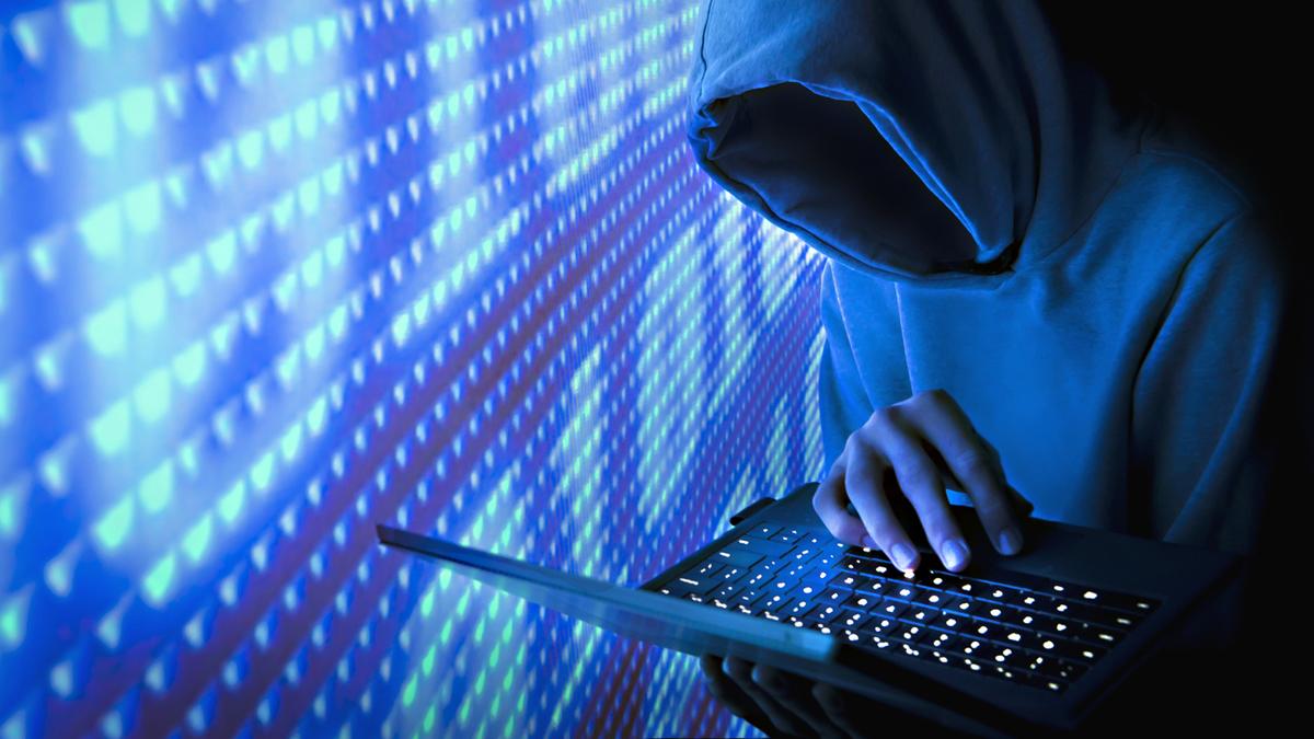 Hình ảnh Hacker mũ trùm giấu mặt