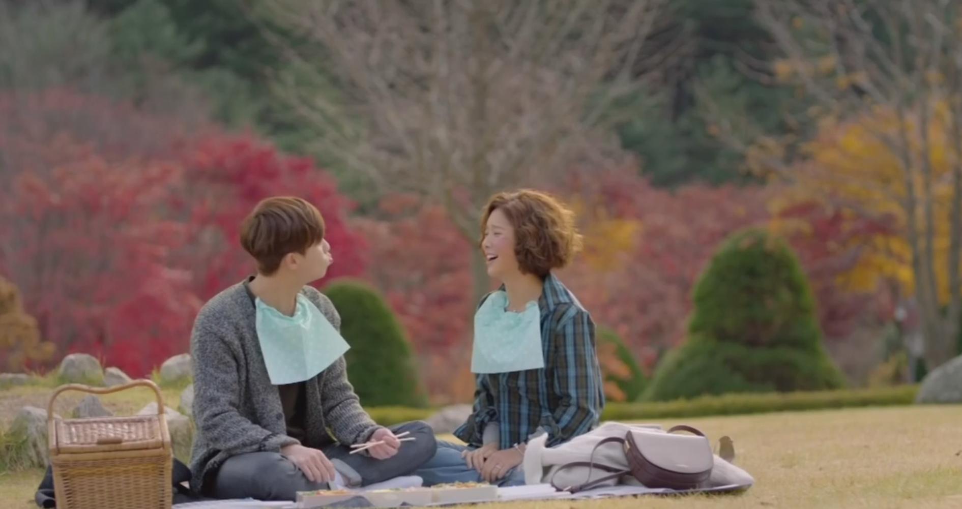 Hình ảnh lãng mạn cùng ngồi ăn picnic với nhau