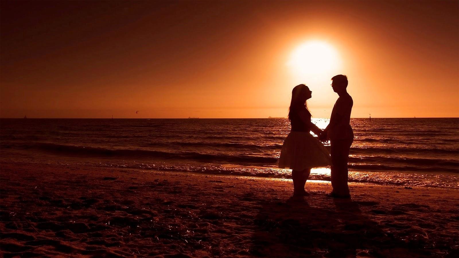 Hình ảnh lãng mạn đứng bên bờ biển