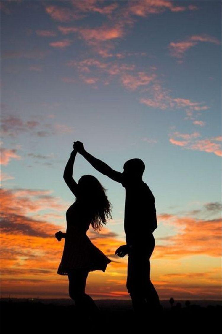 HÌnh ảnh lãng mạn khiêu vũ dưới chiều tà