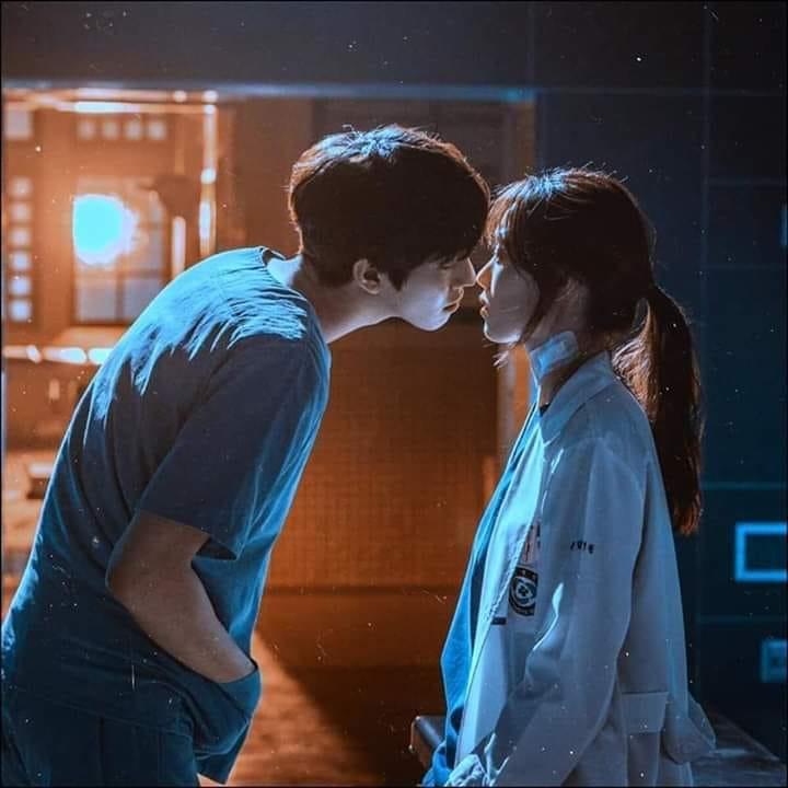 Hình ảnh lãng mạn như kiểu sắp hôn nhau ấy