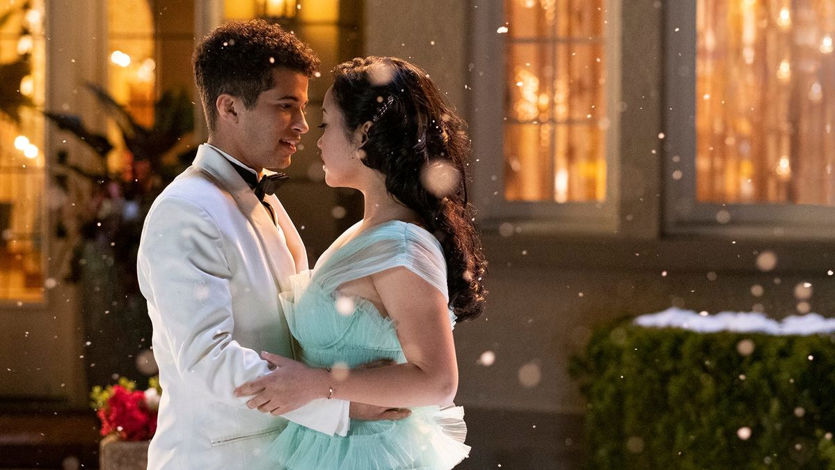 Hình ảnh lãng mạn tình yêu dưới trời tuyết bay