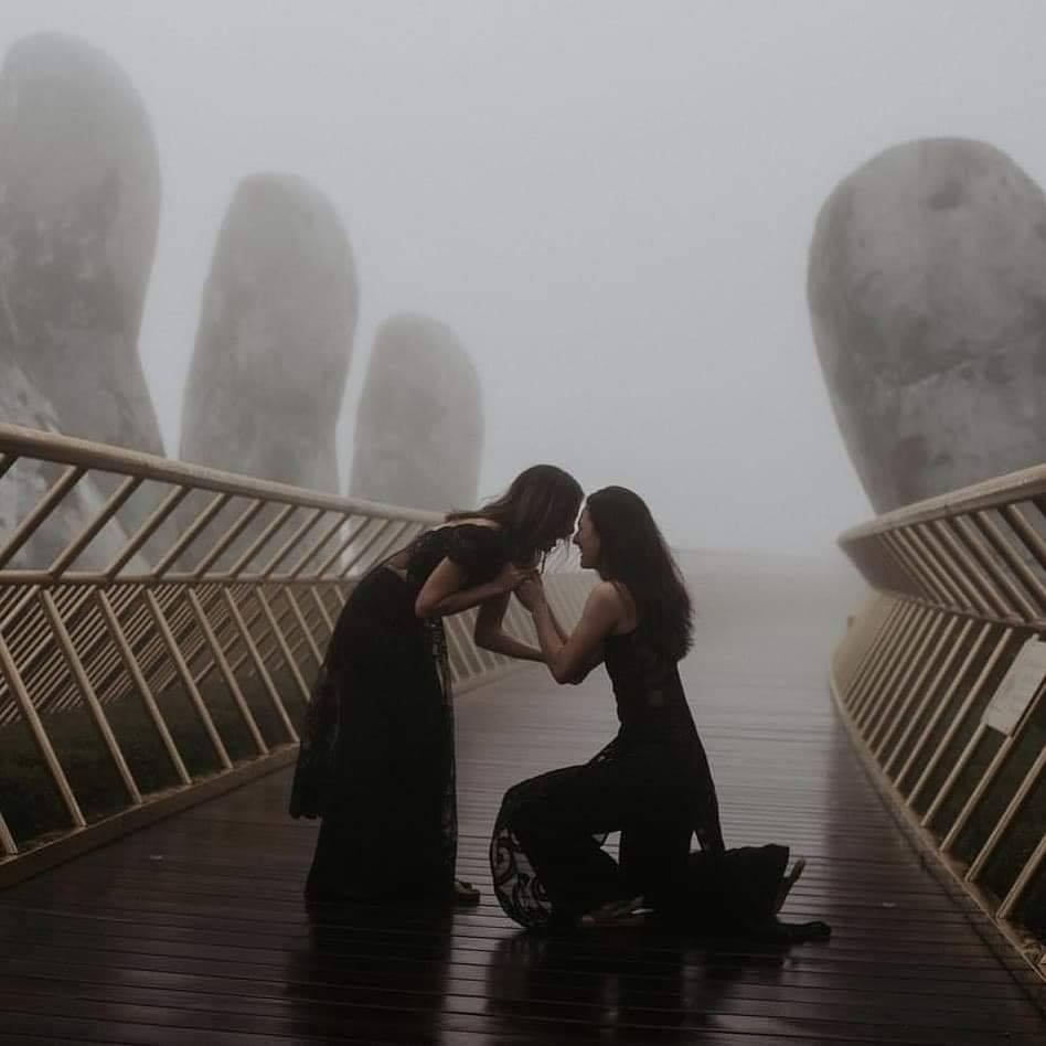 Hình ảnh tình yêu cực kỳ lãng mạn và một màn cầu hôn