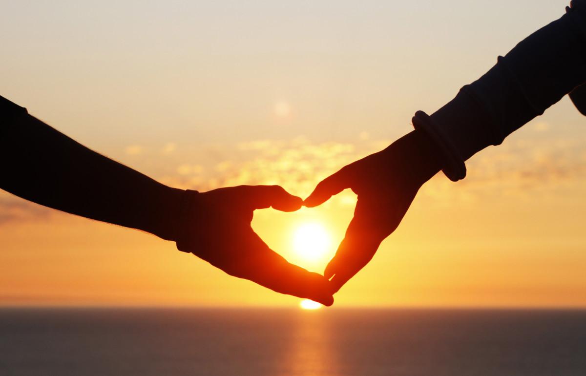 Hình ảnh tình yêu lãng mạn cùng nhau làm trái tim