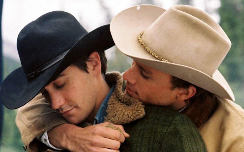Hình ảnh tình yêu lãng mạn giữa hai chàng trai