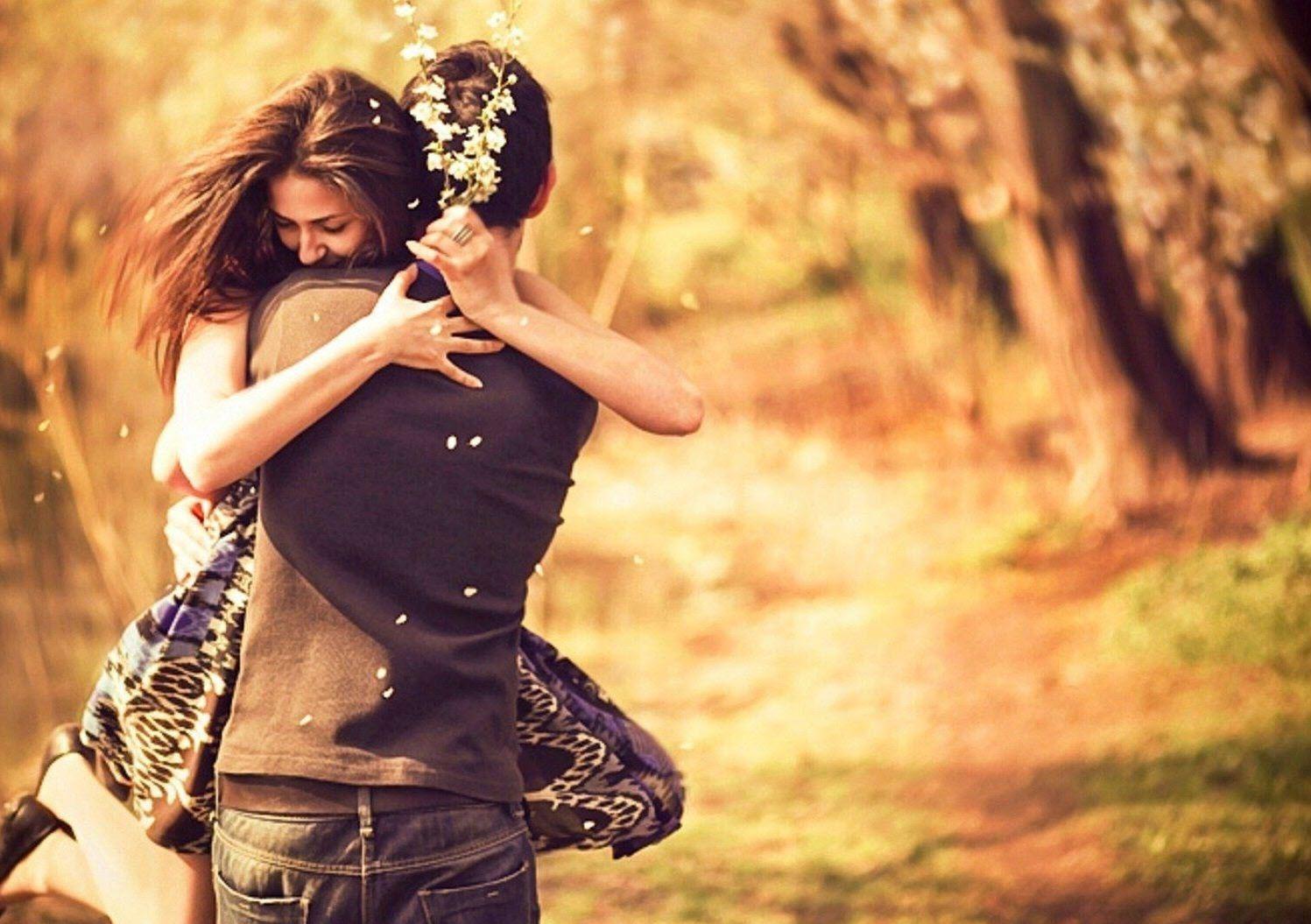 Hình ảnh tình yêu ôm nhau cực kỳ lãng mạn